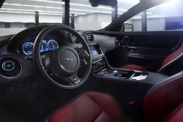 Jag_XJR_Image_17_260313_LowRes
