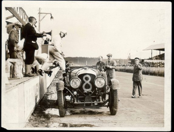 Bentley Boys Clement and Chassange changing over the 4.5 Litre at Le Mans 1929 (PPR/Breitling)